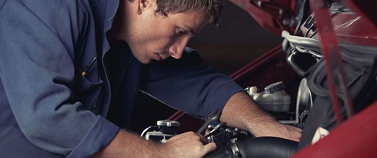 Mecánico trabajando